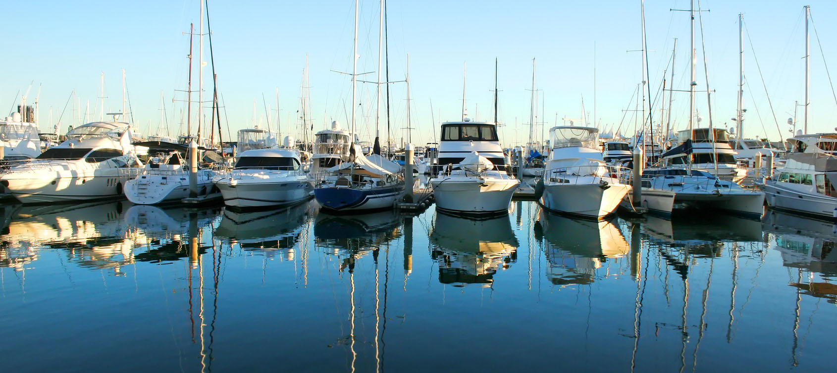 boats-in-marina-engine-parts-sales